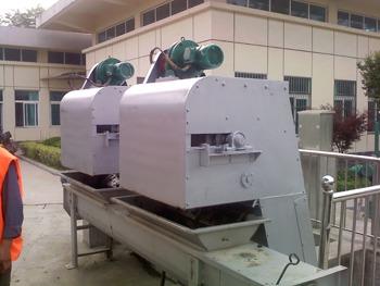 泰州泵站安装调试-循环式齿耙清污机